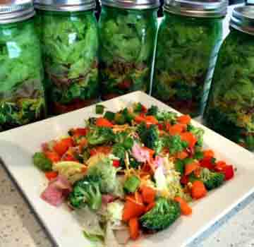 Mason Jar Salads Weve Tried It